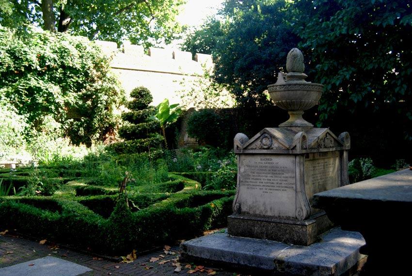 Lambeth churchyard 2015